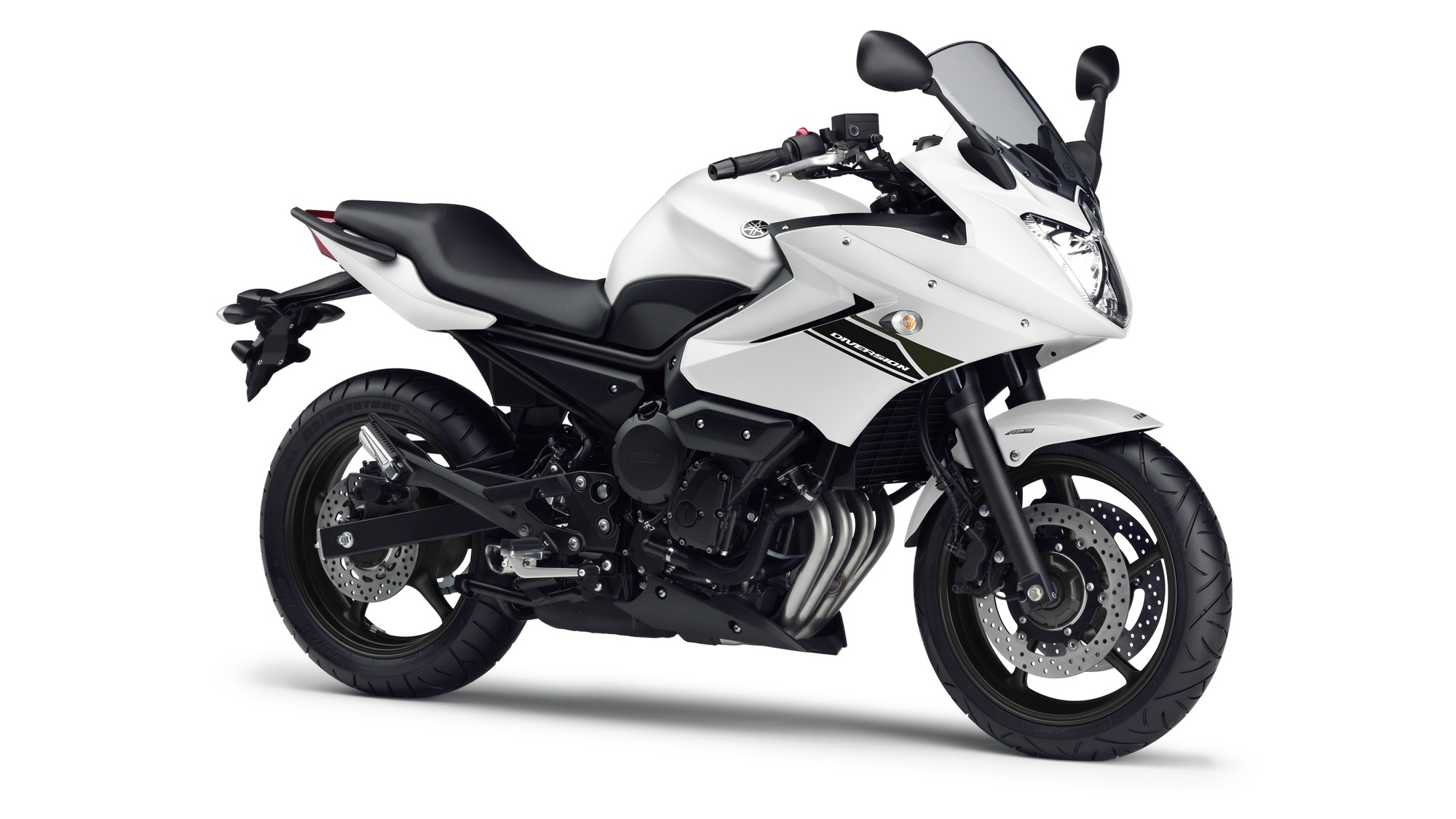 2014 Yamaha XJ6 Diversion EU Competition White Studio 001