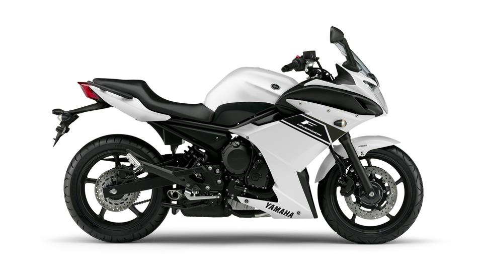 2015 Yamaha XJ6 Diversion F EU Competition White Studio 002